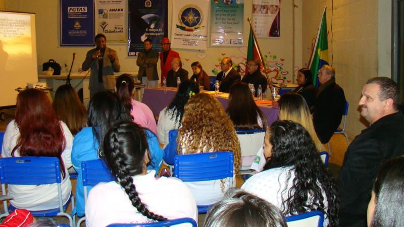 Aparador Pelos Masculino ~ Programa Gaúcho do Artesanato entrega 56 Carteiras de Artes u00e3o em penitenciárias de Porto Alegre